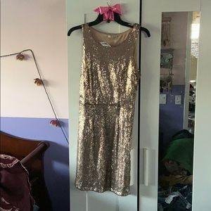 Gold sequin dress 👗